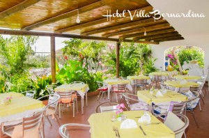 La terrazza ristorante dove cenare circondati dalla natura